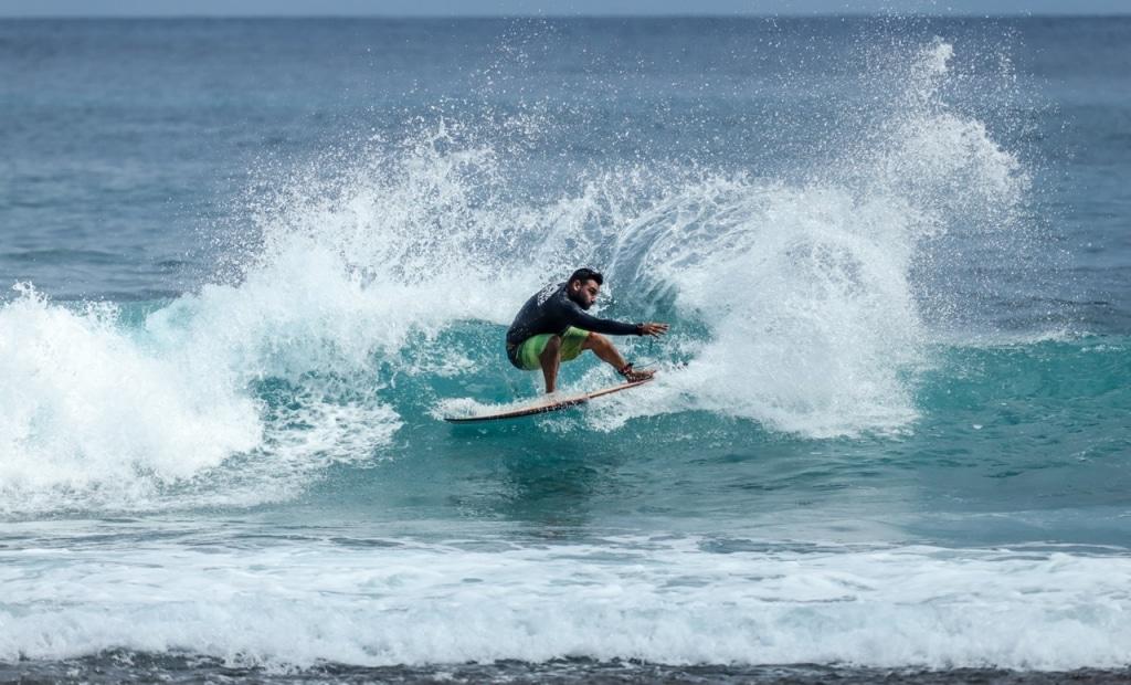 Surfing Liveaboard Maldives